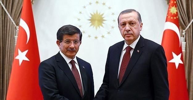 Erdoğan Davutoğlu'nu tebrik etti