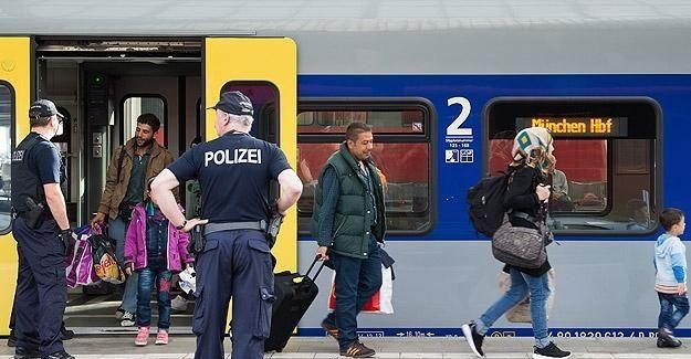 Almanya yeniden sınır kontrollerine başladı