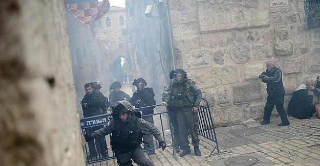 İsrail askerleri Mescid-i Aksa'ya postallarıyla girdi