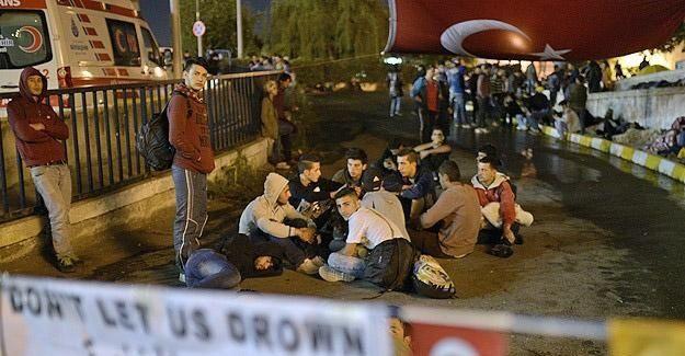 Sığınmacılar geceyi otogarda geçirdi