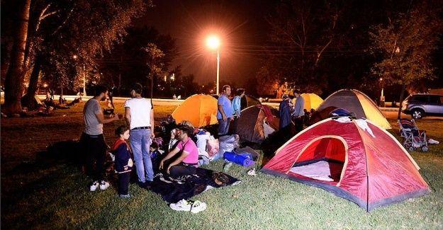 Sığınmacılar geceyi Er Meydanı'nda geçirdi
