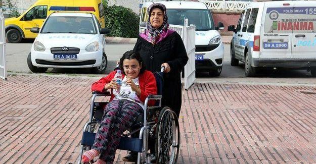 Sivaslı anne engelli kızını haftanın 5 günü spor salonuna götürüyor