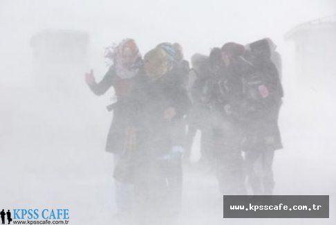 Rize ve Ardahan'da Okullar Tatil Edildi