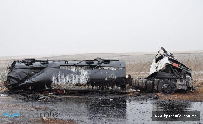 Sivas'ta Asit Yüklü Tanker Şaranpole Yuvarlandı!