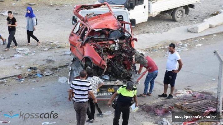 İzmir'de Dehşet Anları! Ağaca Çarpan Otomobil Defalarca Takla Attı ! 1 Ölü ,3 Yaralı