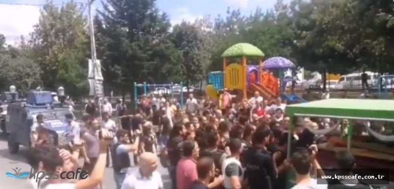 Öldürülen PKK'lı Terörist İçin Cenaze Töreni Düzenlendi : Polisimize Saldırdılar!..