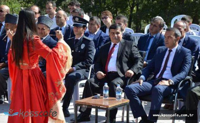 Şehitler anıtı önündeki etkinlikte 'Erik Dalı' krizi istifa getirdi