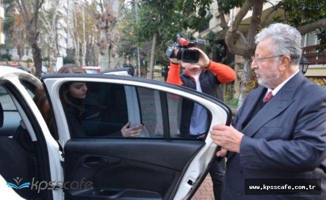 Metin Akpınar, polis eşliğinde adliyeye götürülüyor
