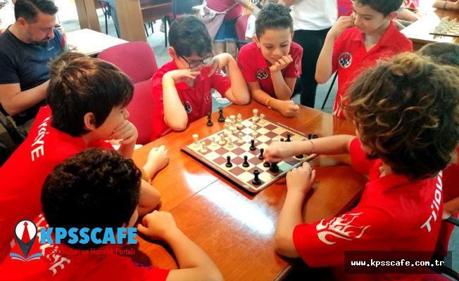 Romanya'da Satranç'ın Küçük Ustaları Yarışıyor