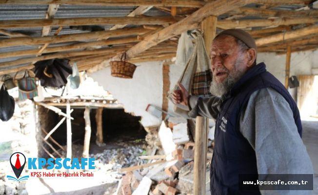 Selde evi zarar gören Mehmet dede gözyaşlarını tutamadı: 'Alt katta erzak vardı, sel aldı gitti'