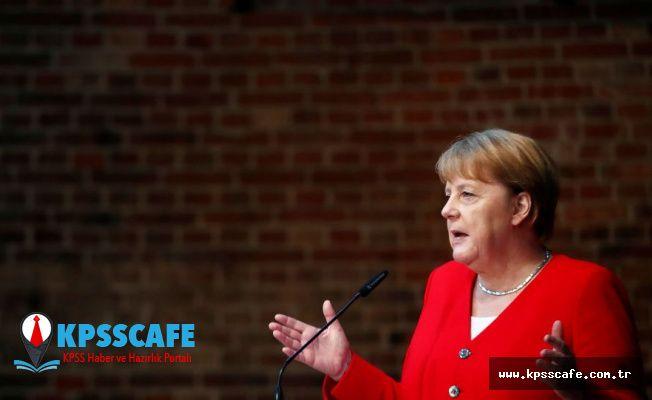 Merkel, Hitler'e suikast girişimi düzenleyenleri andı: Bugünümüzü bu insanların cesareti üzerine inşa edebiliriz