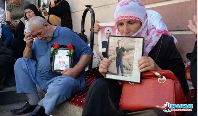 Evlat nöbeti tutan acılı aile kahreden haberi HDP önünde aldı!