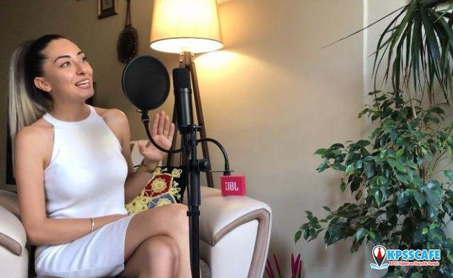 Fizyoterapistten Kadına Şiddete Şarkılı Mesaj