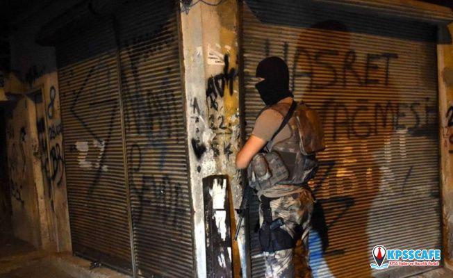 Adana merkezli operasyon: Gözaltılar arasında cezaevi müdürü ve polis de var