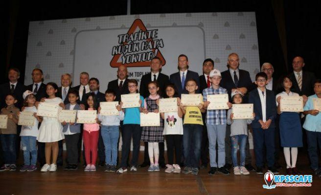 """Milli Eğitim Bakanı Ziya Selçuk, """"Trafikte küçük hata yoktur' projesini açıkladı"""