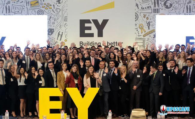 EY Türkiye 342 yeni mezunu bünyesine kattı