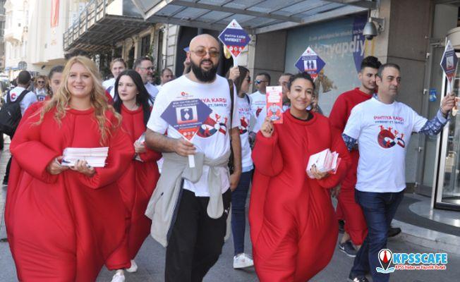 Doktorlar, Dünya Tromboz Günü'nde Pıhtıyı Önlemek İçin Yürüdüler!