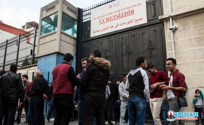 Süre doldu, Suriyeliler göç idarelerine akın etti!