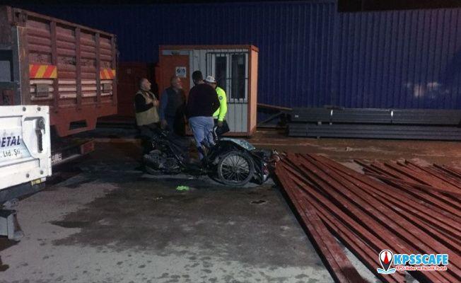 Forkliftteki demirler motosikletin üzerine düştü: 1 ölü, 2 yaralı