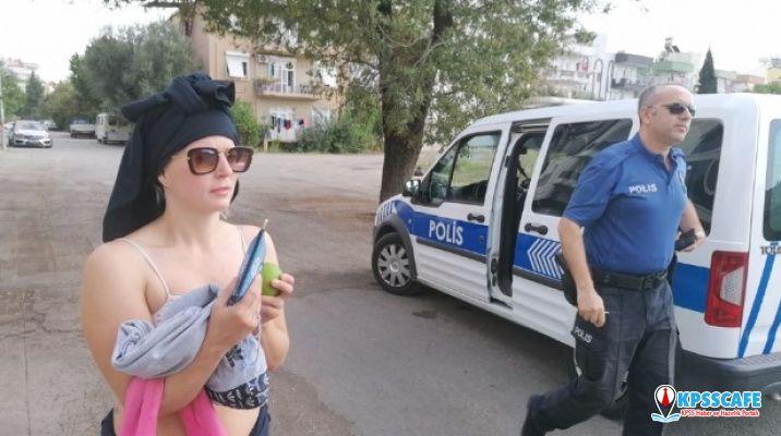 Çıplak Gezen Turist Polisi Çileden Çıkardı!