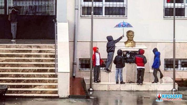 Atatürk büstünü saatlerce yağmurdan korudular! Çünkü onlar Atatürk'ün çocukları