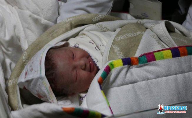 8 günlük bebeğinin cansız bedenini hastaneye götüren anne: Bu öldü, bunu alın
