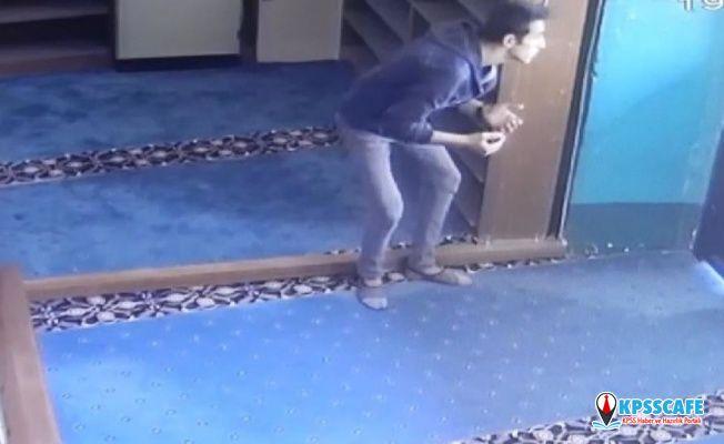 Önce dua ettiler, sonra camiyi soydular!