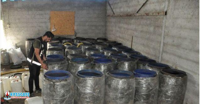 Adana'da bir evde 865 litre sahte içki yakalandı!