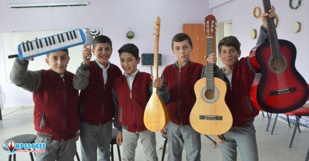 Tahtadan enstrüman yapan öğrenciler gerçek müzik aletlerine kavuştu!