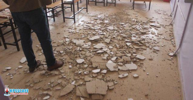 Ders esnasında tavan döküldü: Öğrenciler şans eseri kurtuldu!