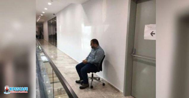 Ayağa kalkmayan çalışana 'tuvalet önünde oturma' cezası veren belediye başkan yardımcısı istifa etti!