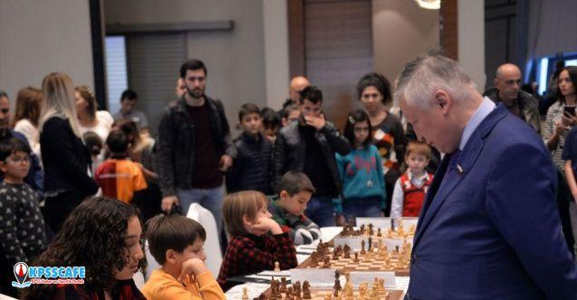 12 yaşındaki satranç sporcusu, Rus Büyük Usta Karpov ile berabere kaldı!