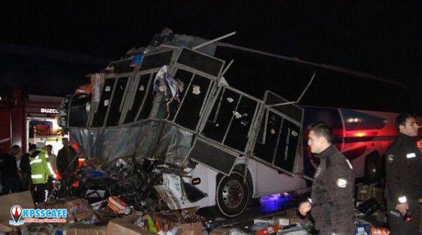 Gece yarısı korkunç kaza!Ölü ve yaralılar var...