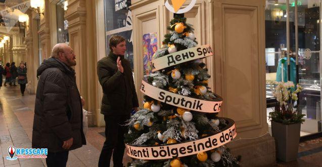 Sputnik'in Moskova'daki yılbaşı ağacı Türkçe konuşuyor!