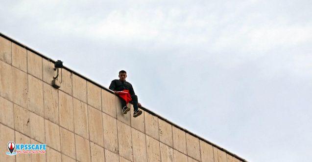 Askerliğinin bitmesini istemeyen er çatıya çıkıp intihara kalkıştı!