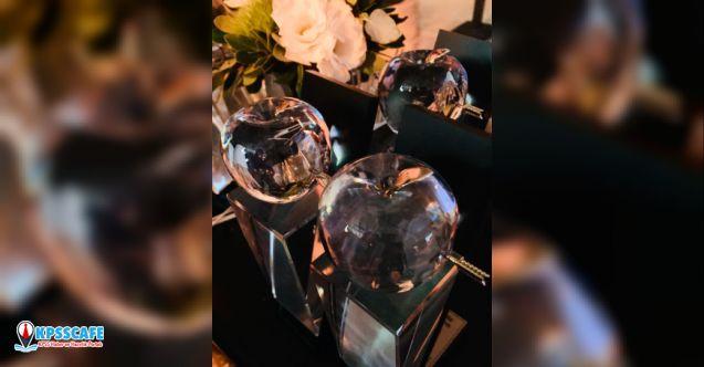 """""""Farklı Bir Okul"""" kurdu, Kristal Elma Ödül Töreni'nden 4 ödülle döndü!"""