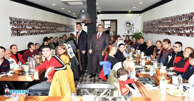 Beşiktaşlı engelli bireyler öğle yemeğinde bir araya geldi