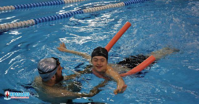 Özel öğrencilere yüzme eğitimi