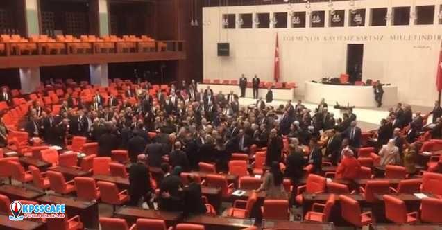 TBMM'de yumruklar konuştu: AK Partili ve CHP'li vekiller birbirine girdi!