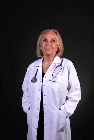 74 Yaşındaki Nimet Suner Torun Cerrahpaşa Tıp Fakültesi'nden Mezun Oldu!