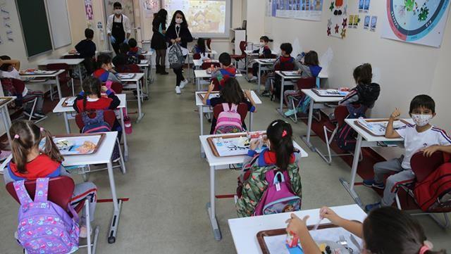 Sınıflarda Pozitif Vaka Çıkarsa Ne Olacak Sorusuna MEB Cevap Verdi