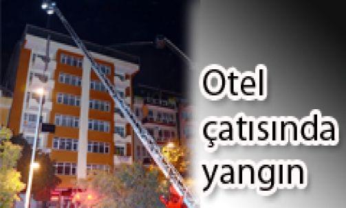 Otel çatısında yangın