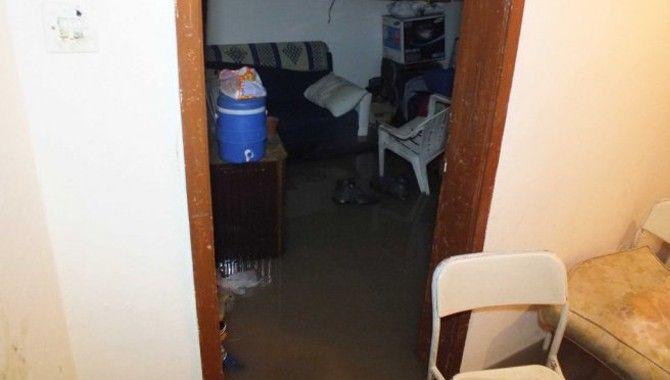 Yağmur yağdı, evi su bastı