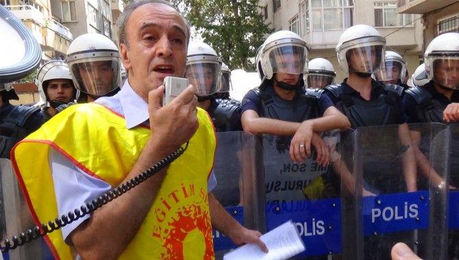 Eğitimcilere polis barikatı!
