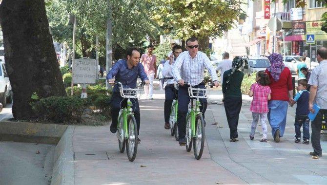 Büyükakın bisikletle tramvay güzergahını turladı