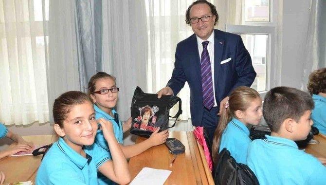 KSO'dan Gölcük Dumlupınar Ortaokulu'na kırtasiye yardımı