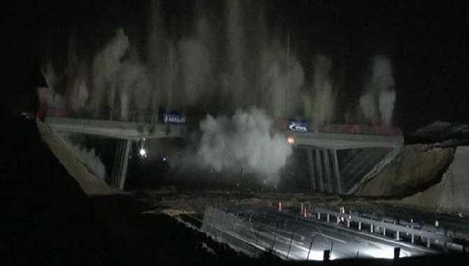 25 yıllık köprü dinamitle yıkıldı