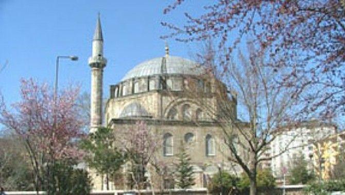 Yeni Cuma Camii yenileniyor