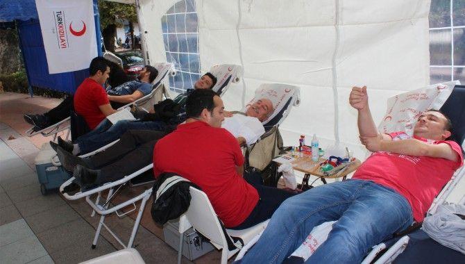 Kızılay ve Romatem kan bağışı için Yürüyüş Yolu'nda