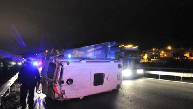 Suriye'ye tıbbi madde götüren ambulans devrildi!